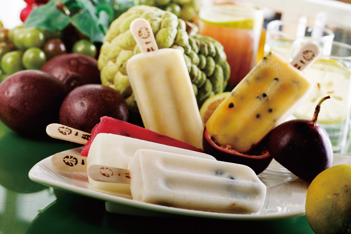 春一枝冰棒收購過剩、過熟或外貌不漂亮的格外品,製成百分百天然的純果冰棒