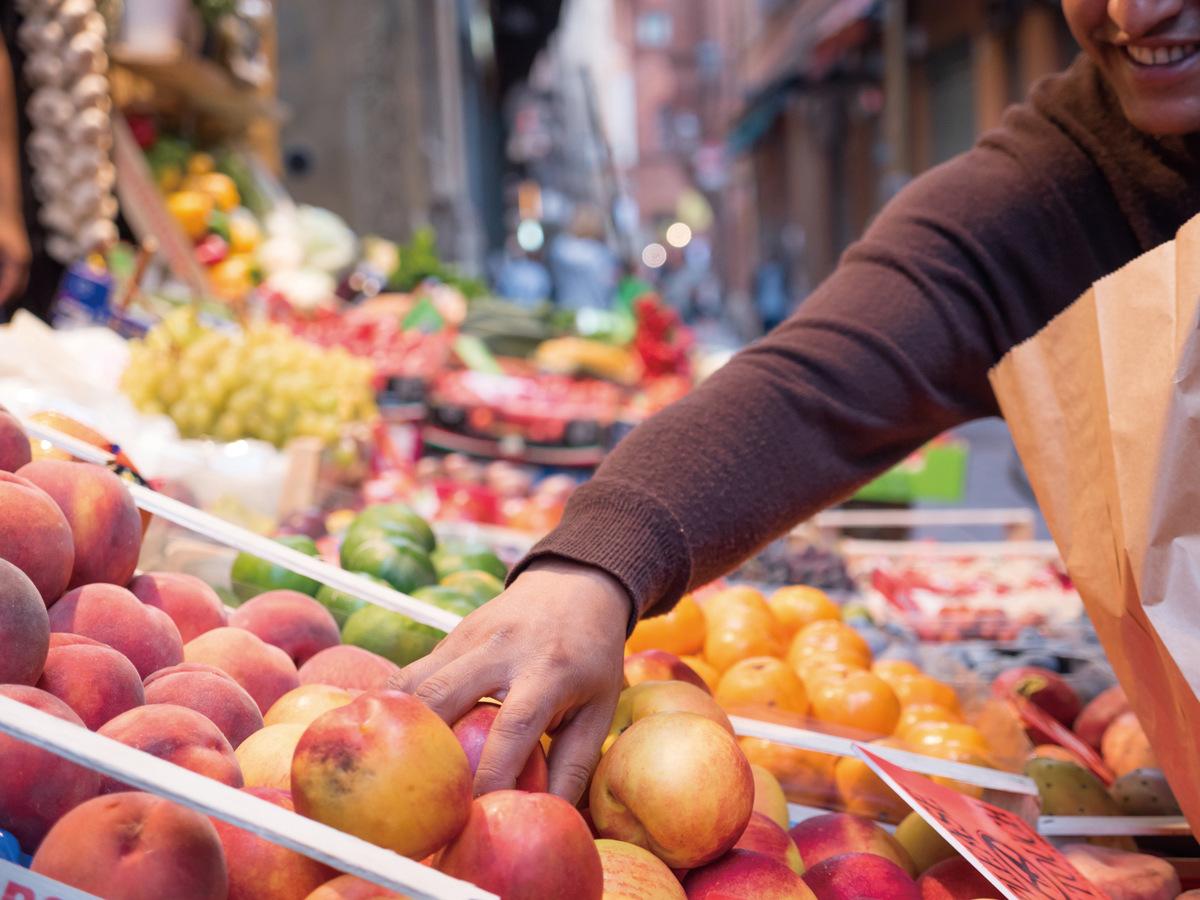 消費者總是希望挑選最漂亮、最大的外型的蔬果,卻沒想過不符合通路規格的醜蔬果,只能丟棄或做肥料