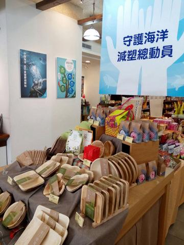 塑膠垃圾造成海洋生態的巨大負擔,里仁號召廠商共同減塑,更需要您的支持!