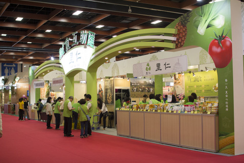2016年「素食博覽展」,里仁邀集33家廠商打造「誠食互助匯」主題館,分享上百項的天然好食。